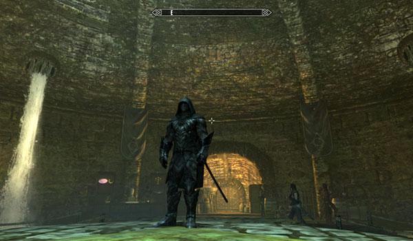 imagen donde vemos un personaje usando Nightstalker Gear Mod en Skyrim.
