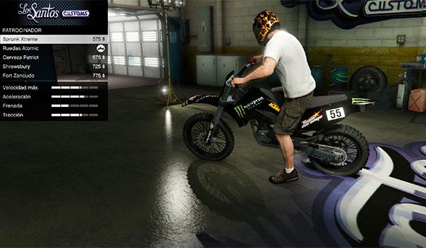 imagen donde vemos la moto Sanchez en con los adhesivos de Monster, gracias al mod RedBull and Monster textures for Sanchez.