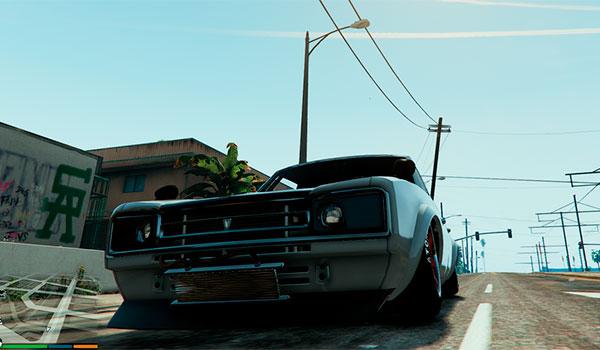 imagen de ejemplo donde podemos ver como este mod inclina las ruedas de los coches en GTA V.